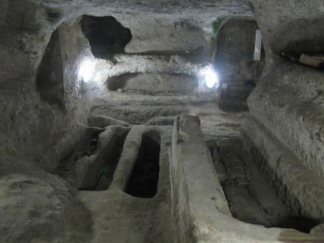 la iglesia o basílica de Sant Antíoco cripta y catacumbas