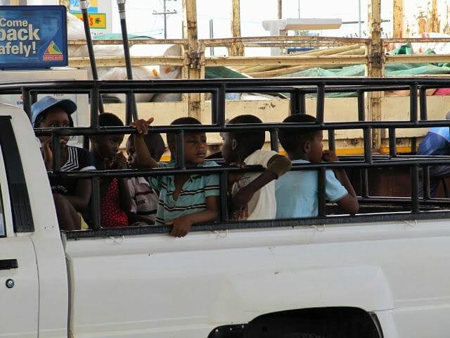 camion con niños africanos