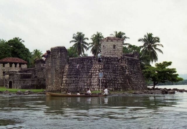 lago Izabal y visitar el castillo de San Felipe