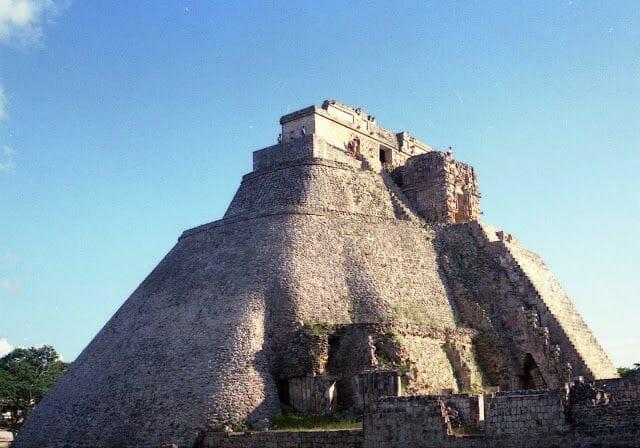piramide adivino uxmal
