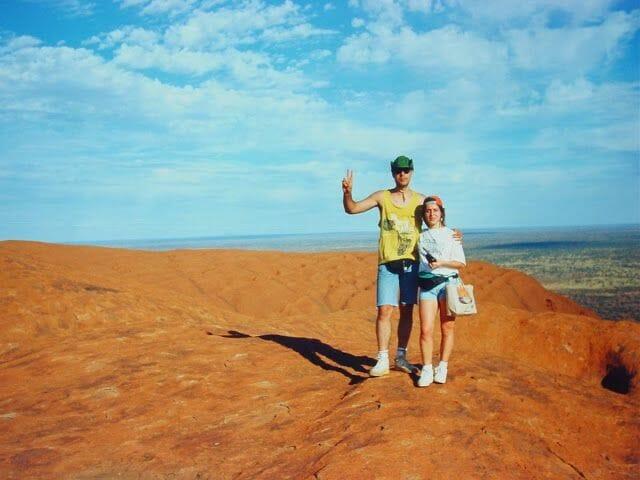 gente en la cima de Ayers Rocks