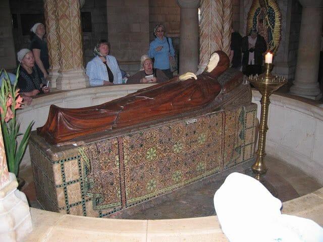 escultura virgen dormida