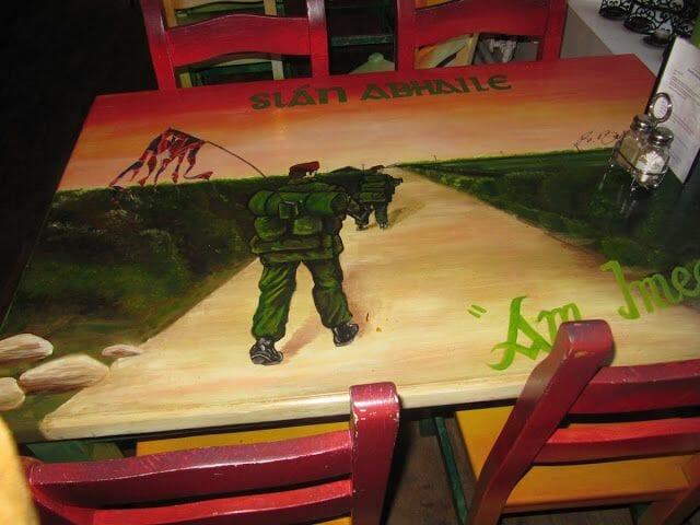 mesas centro cívico Culturlann Mac Adam ó Fiaich.