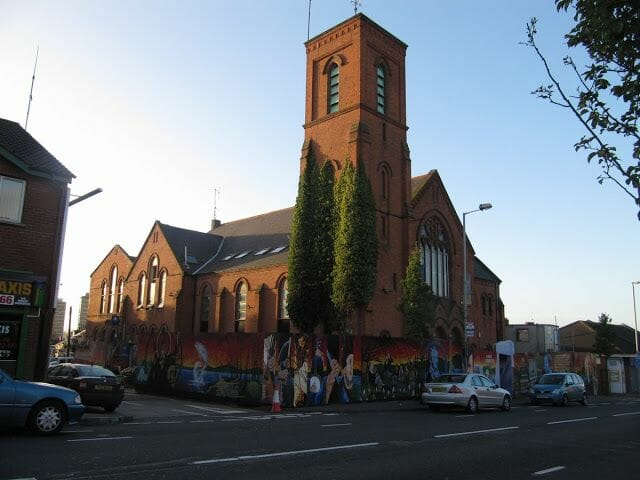 centro cívico Culturlann Mac Adam ó Fiaich.