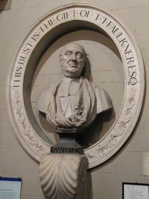 Escultura de Jonathan Swift, autor de los viajes de Gulliver