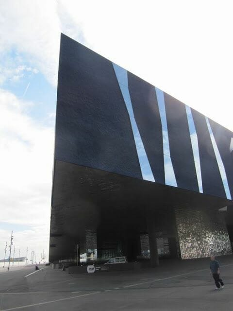edificio forum, museu blau, entrada museo blau Barcelona
