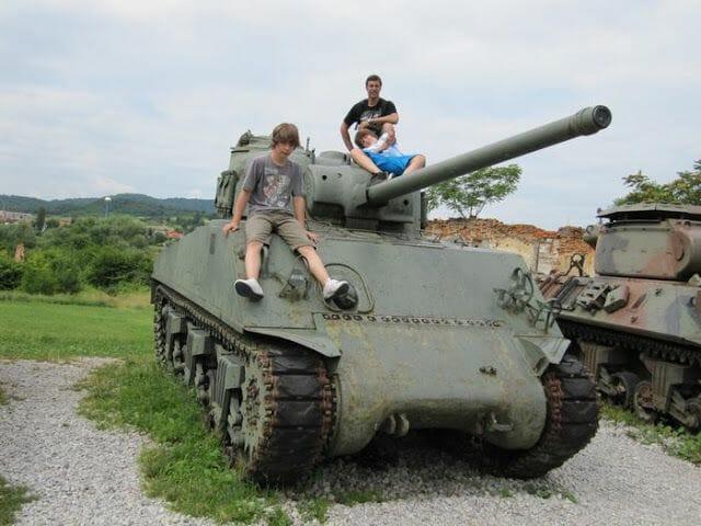 tanque M4A3 Sherman, cañon 76mm, tanque de 4-5 soldados, tanque velocidad 42 km/h, tanque EEUU