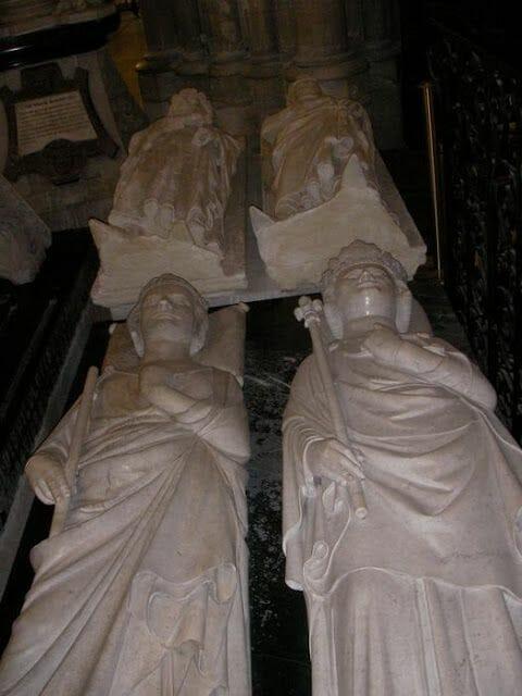 reyes franceses enterrados en catedral de Saint Denis
