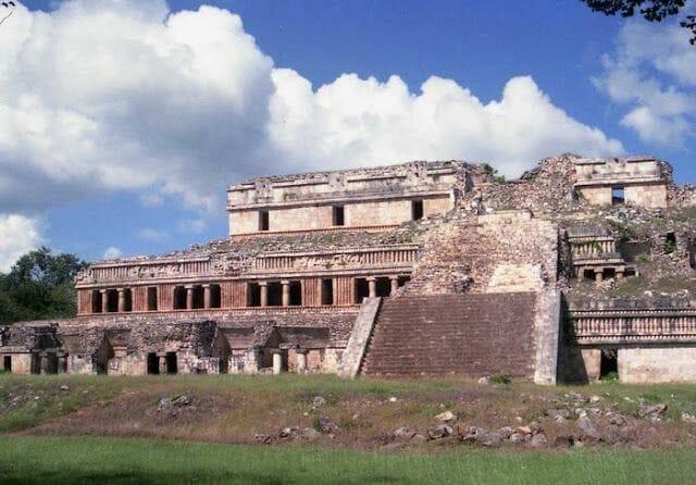 palacio principal ruinas de sayil