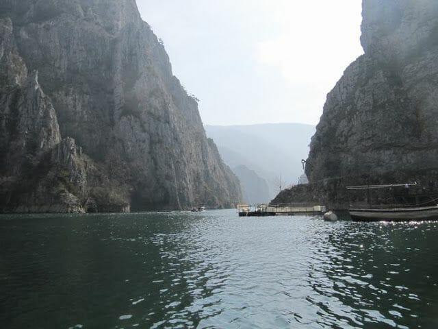 Lago cañón Matka, cuevas de Vrelo