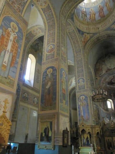 interior iglesia Shipka