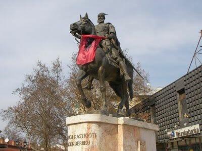 estatua ecuestre de Skanderberg - qué ver en Skopje
