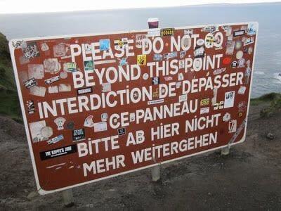 carteles de prohibición de acantilados de Moher