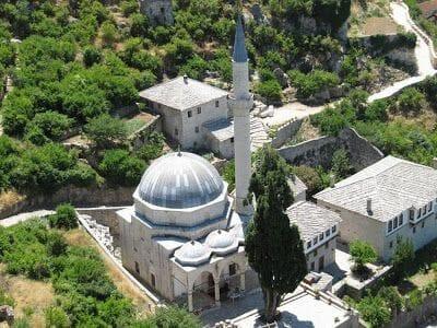 vistas de la mezquita del pueblo de Pocitelj
