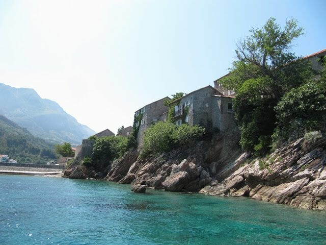 Sveti Stefan desde el agua