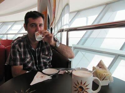 TOMAMOS UN CAFÉ A 160m de altura