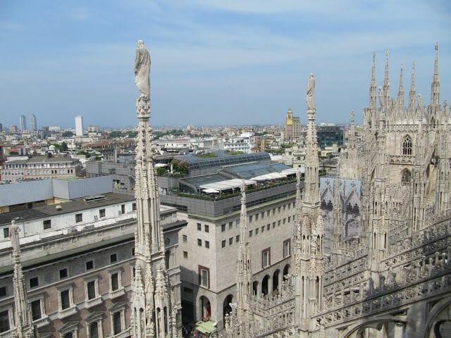 pináculos catedral gótica