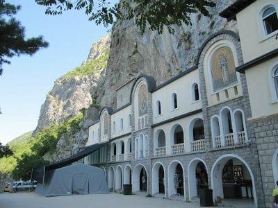 entrada al monasterio de ostrog
