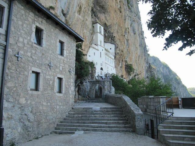 visitar monasterio de ostrog