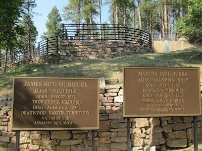 Tumba de Wild Bill en el cementerio Moriah y Calamity Jane