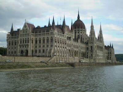 parlamento budapest danubio