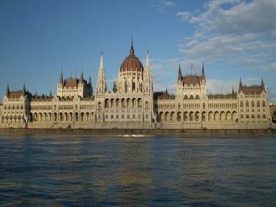 parlamento desde paseo en barco budapest