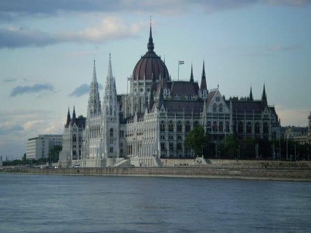 parlamento budapest desde el danubio