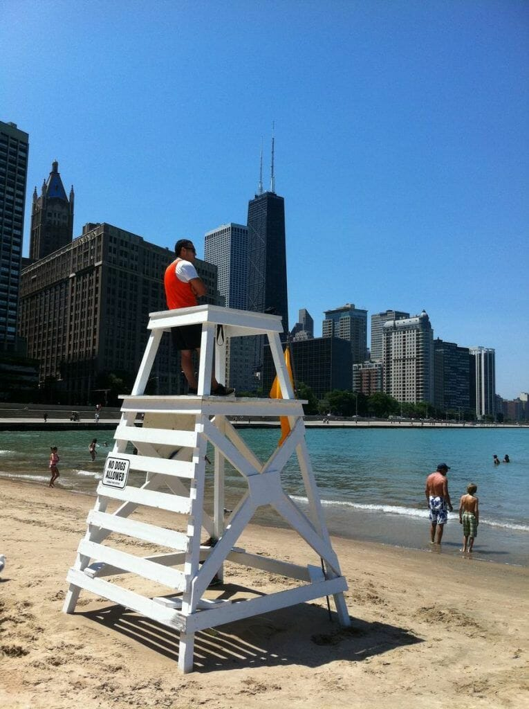 Olive Park Beach, Ohio Street Beach, playas de Chicago, chicago beaches, lakefront view, lifeguard, socorrista