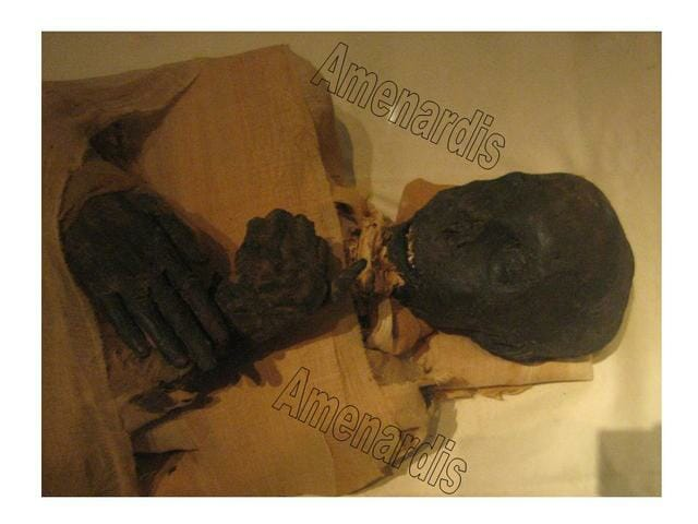 momia de Tutmosis III en el museo de El Cairo