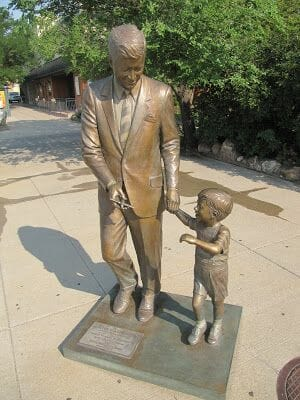 John F. Kennedy statue, estatuas de rapid city, estatua de John F. Kennedy