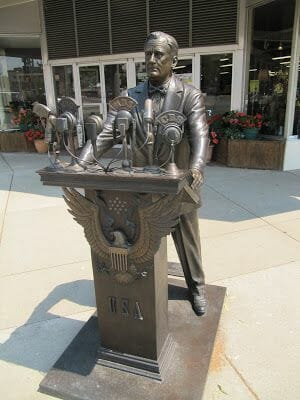 Franklin D. Roosevelt statue, estatuas de rapid city, estatua de Franklin D. Roosevelt