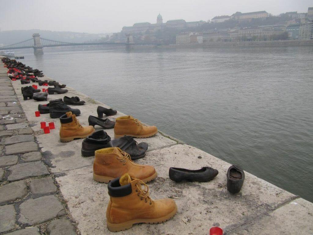 monumento a los zapatos