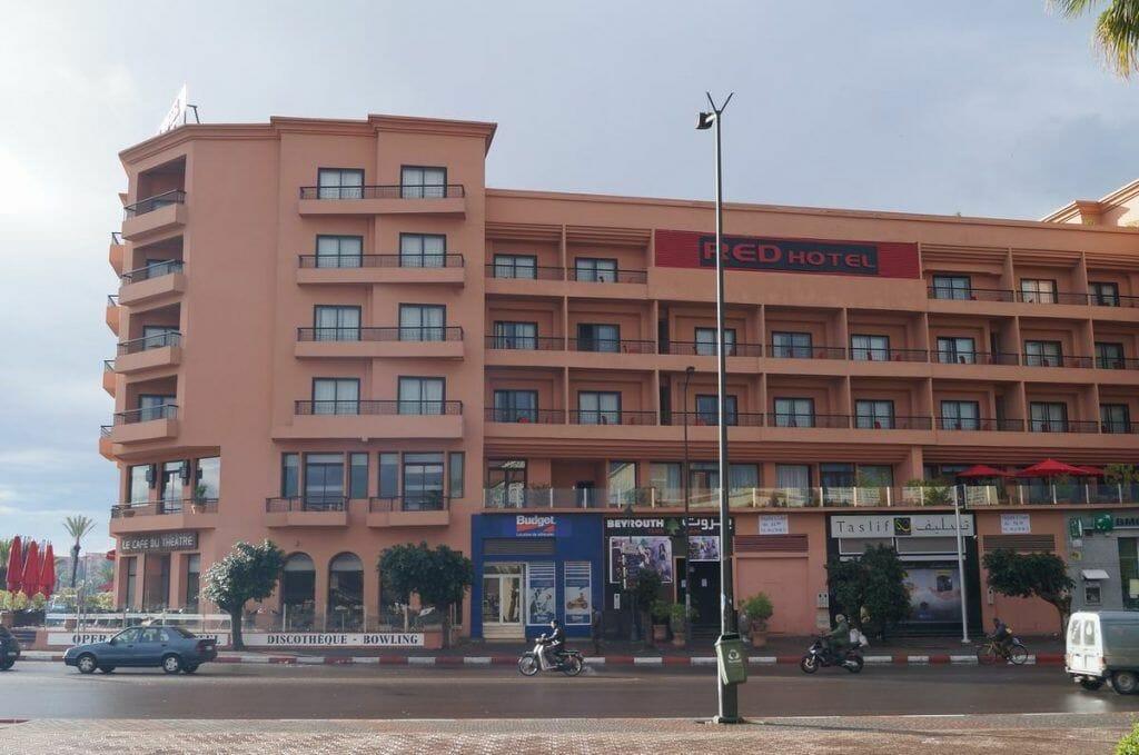 Budget, alquiler de coches, frente al Ibis de Marrakech