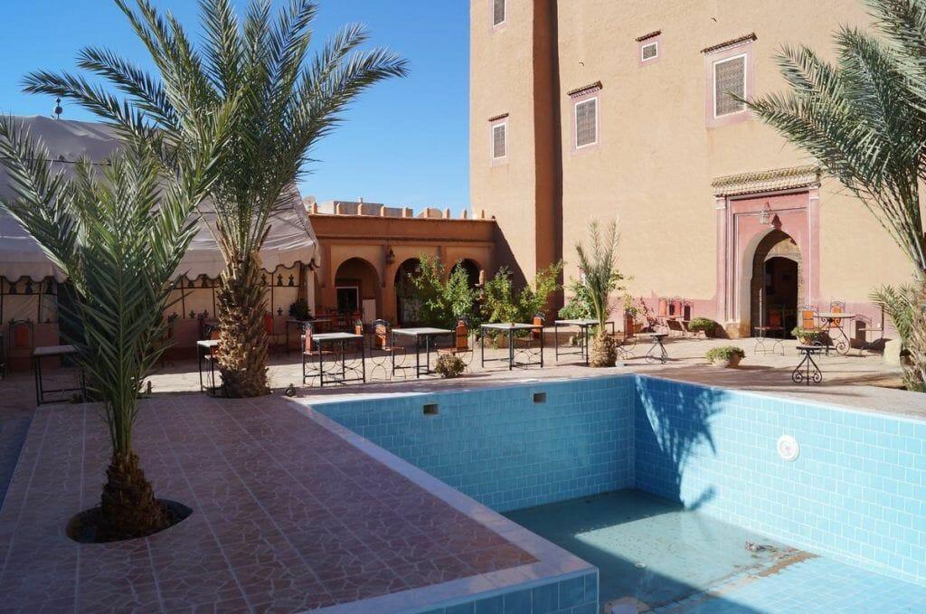 hotel kasbah de Tomboctou en Tinghir piscina