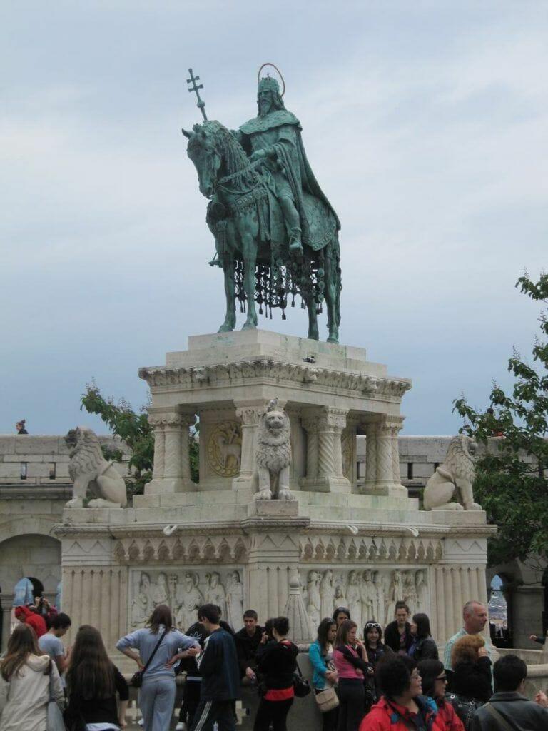 estatua ecuestre de Esteban I