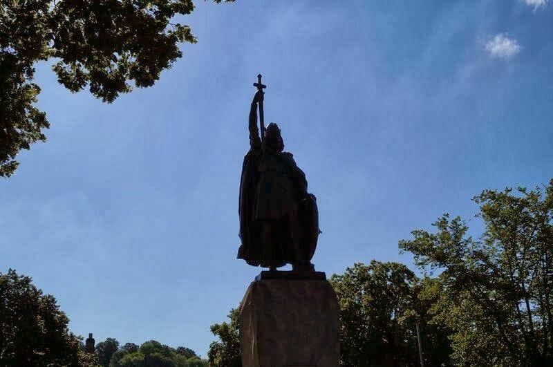 estatua del rey Alfred