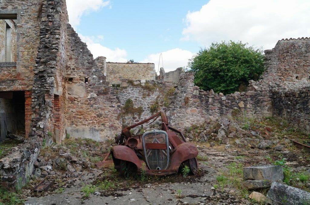 coche abandonado oradour sur glane