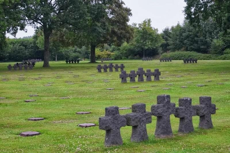 cementerio de La Cambe, cementerio aleman, cementerio normandia