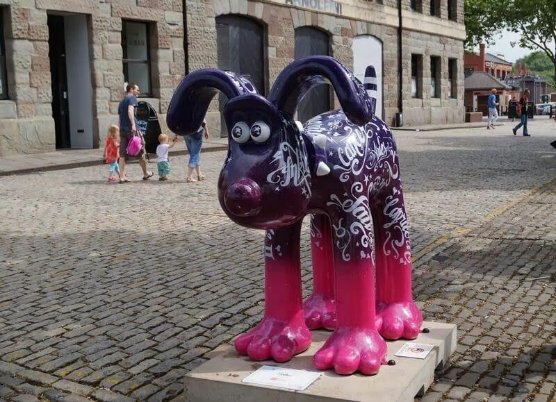 escultura de Gromit en la Ruta de los gromits de Bristol