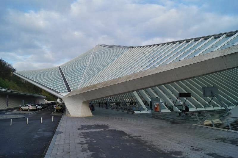 estación de tren de Lieja de Santiago Calatrava exterior