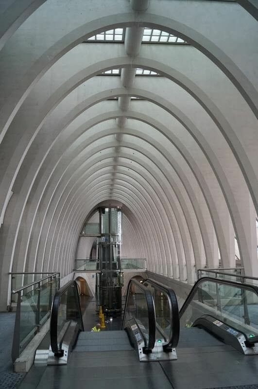 estación de tren de Lieja escaleras mecánicas