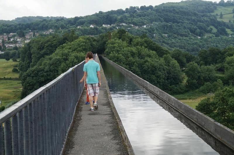 cruzando a pie acueducto de Pontcysyllte
