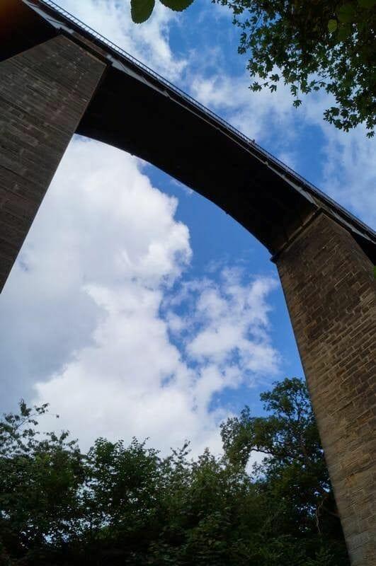 debajo del  acueducto de Pontcysyllte