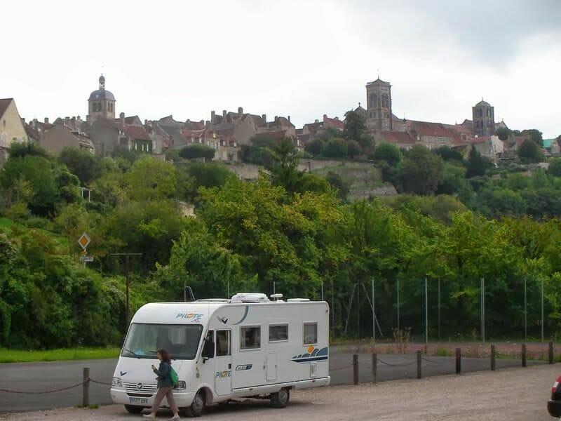 pueblo de Vezelay, autocaravana en Vezelay