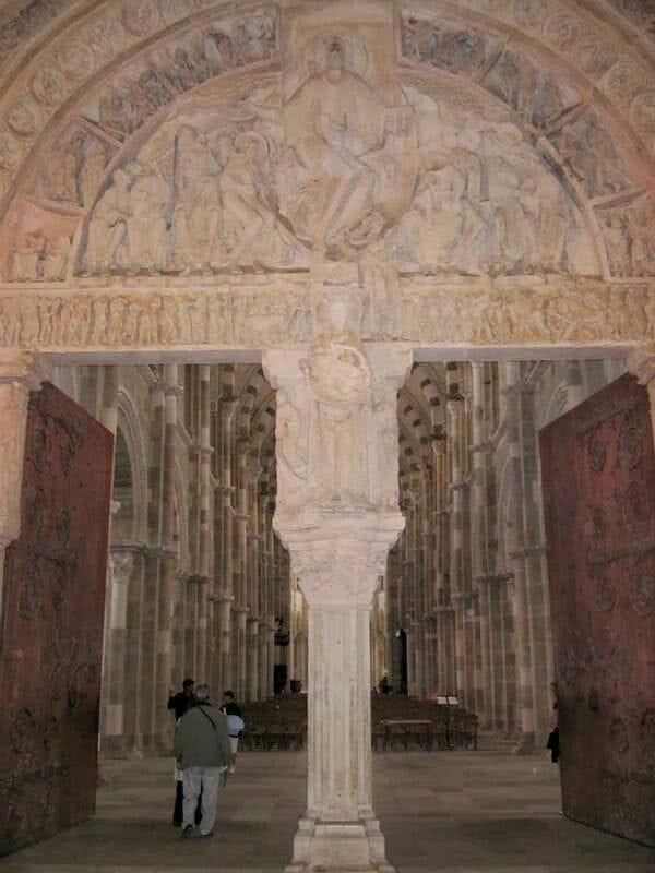 timpano santa Magdalena Vezelay, timpano romanico, romanico pleno, escultura romanica, escultura francia, romanico francia, mision de apostoles, sante madaleine Vezelay