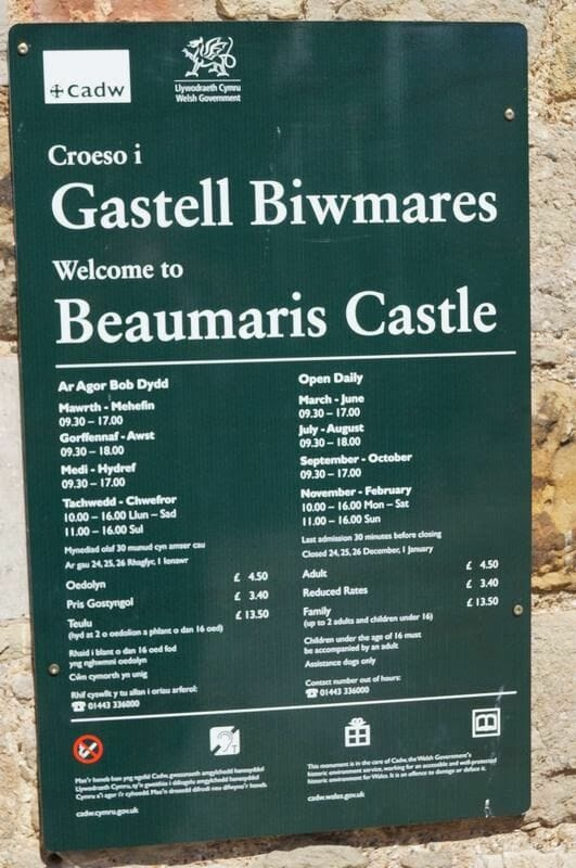 castillo de Beaumaris cartel entrada