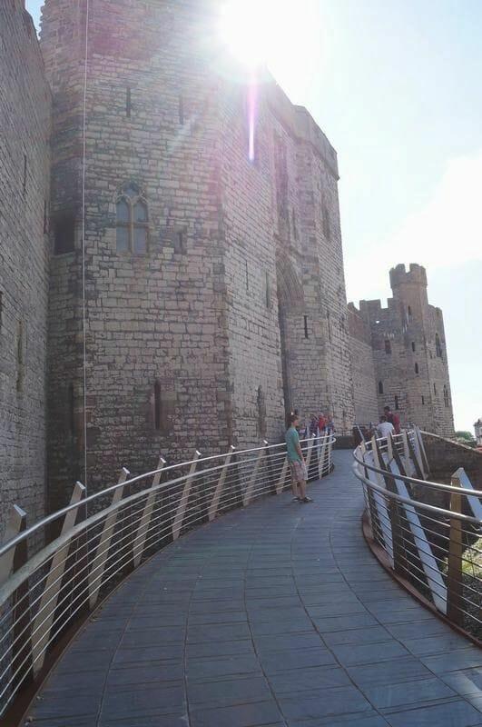 pasarela acceso castillo de Caernarfon