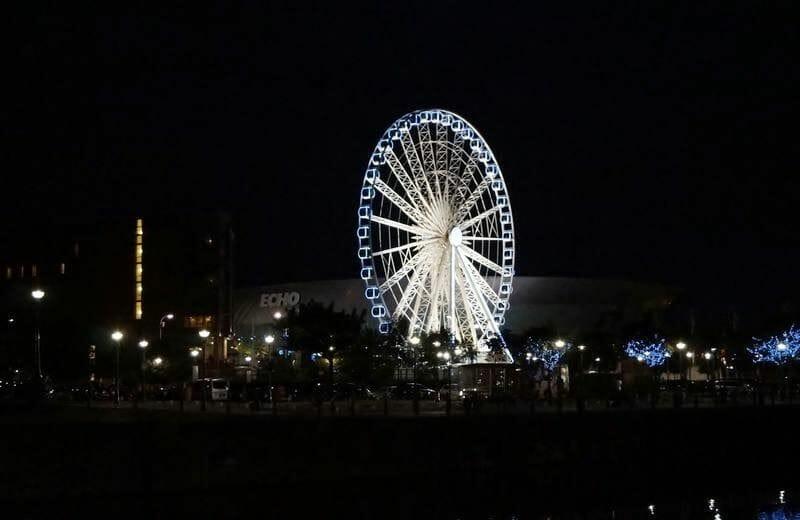 noria liverpool de noche