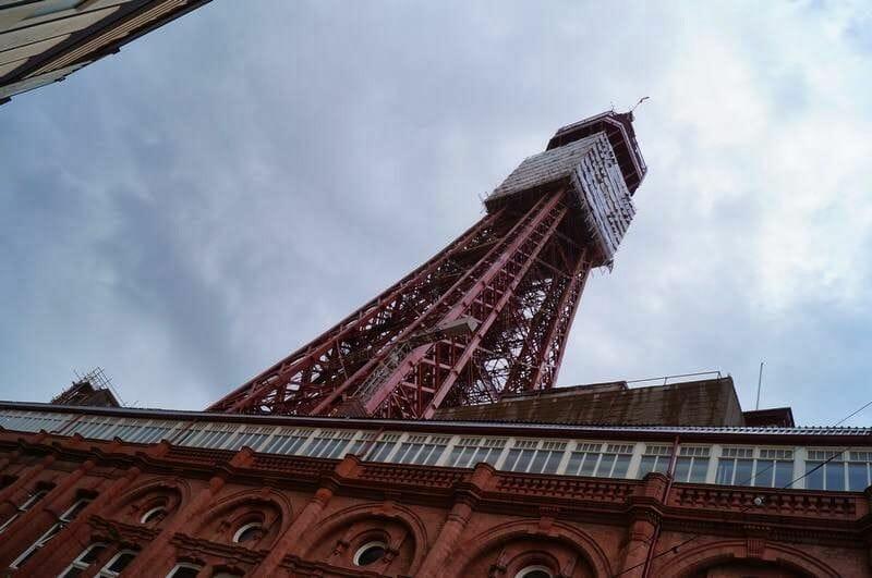Torre de Blackpool Inglaterra desde abajo