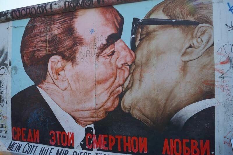 mural del beso de Leónidas Breznev